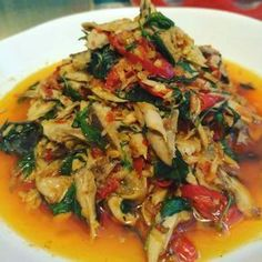 Tongkol suwir daun kemangi by Miya Gusrizal Fish Recipes, Seafood Recipes, Asian Recipes, Cooking Recipes, Indonesian Cuisine, Indonesian Recipes, Malay Food, Good Food, Yummy Food