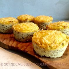 bloemkoolmuffins met parmezaan en tuinkruiden