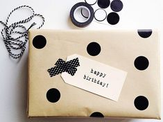 Cadeau: How I transformed a boring brown paper package with five modern gift wrapping ideas. Creative Gift Wrapping, Present Wrapping, Creative Gifts, Pretty Packaging, Gift Packaging, Paper Packaging, Packaging Design, Christmas Gift Wrapping, Christmas Gifts