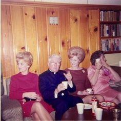 35 Interesting Vintage Snapshots of 1960s Women With Bouffant Hairstyle ~ vintage everyday