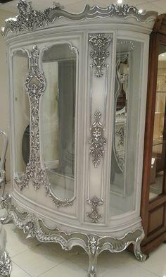 Display cabinet? China cabinet? Royal Furniture, Victorian Furniture, Victorian Decor, Funky Furniture, Recycled Furniture, French Furniture, Paint Furniture, Home Decor Furniture, Upholstered Furniture