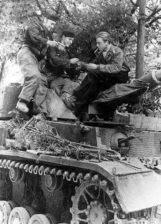 Crew Panzer relax after battle