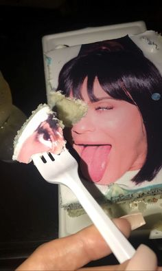 For the reality star's surprise birthday party, her friends and family granted her with a silly cake that featured her sticking her tongue out. 20 Birthday Cake, 20th Birthday, Happy Birthday Me, Birthday Bash, Birthday Parties, Birthday Ideas, Travis Scott, Kylie Jenner Friends, Kylie Jenner Birthday Cake