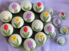 Pretty Spring cupcakes by Cafe Orbis Cakes Fondant Cupcakes, Yummy Cupcakes, Cupcake Cookies, Chocolate Cupcakes, Spring Cupcakes, Spring Cake, Easter Cupcakes, Cupcakes Flores, Floral Cupcakes