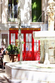 Plaça cafeteries Ceret by Bruna Bruneta http://brunabruneta.blogspot.com.es/