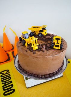 Easy construction birthday cake for a construction birthday party. Make this cake and icing recipe - it tastes amazing!