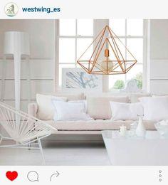 Instaglam. Las lámparas de metal de diseño geométrico son pura tendencia. Además, estos modelos de luminarias combinan con prácticamente todos los estilos decorativos.