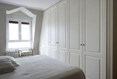 Proyecto de vivienda en Zarautz con los modelos de armarios a medida con puertas batientes Larraitz y Nagore. Guipúzcoa. #Decoracion #Interiorismo #armarios