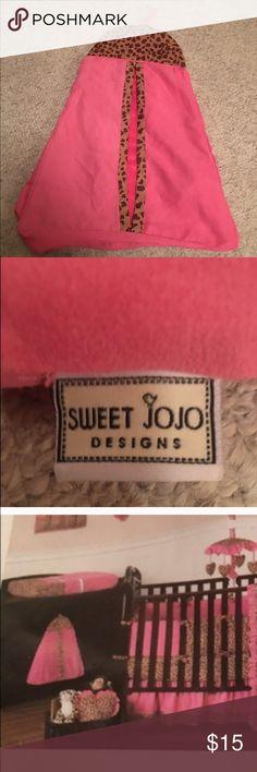 Cheetah sweet jojo crib diaper stacker holder Cheetah sweet jojo crib diaper stacker holder in nice condition Sweet Jojo Accessories
