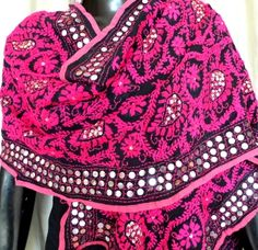 This stunning georgette phulkari dupatta/stole is embroidered with wool in the karachi jaal work pattern, with little flat sequins stitched in at intervals. A great accessory for any look, any dress - See more at: http://www.giftpiper.com/Black-PinkGeorgettePhulkariDupatta-Stole-id-660363.html