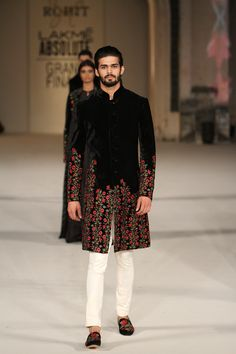 Check the list Ever best Sherwani styles & designs for 2020 in Pakistan. Check the all latest Man wedding sherwani designs by Pakistan's top designers at one place for your ease. Mens Indian Wear, Mens Ethnic Wear, Indian Men Fashion, Mens Fashion Wear, India Fashion Men, Men Wear, Fashion Fashion, Wedding Kurta For Men, Wedding Dresses Men Indian