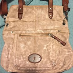 Fossil purse!!! Beautiful tan authentic Fossil bag! This bag is a classic and looks awesome with any outfit!! Holds a lot!! Fossil Bags