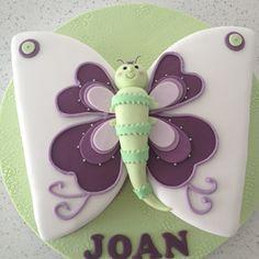 Den Kuchen für Kinder wie einen Schmetterling gestalten