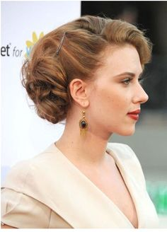Retro Hairstyles 5 Latest Updo Hairstyles - Have a look at these latest updo hairstyles sported by celebrities and get some ideas. They are so simple that can be worn anytime for luscious looks. Easy Updo Hairstyles, Retro Hairstyles, Latest Hairstyles, Wedding Hairstyles, Headband Hairstyles, Sarah Hyland, American Music Awards, Updo Styles, Short Hair Styles