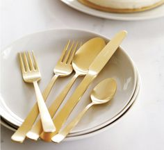 Glamour.  Copyright Design Within Reach ©  #Herdmar #Oslo #gold #glamour #dressingyourtablesince1911