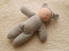 Première poupée Waldorf doudou-cadeau bébé cadeau par MainsDeLaine