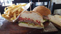 Fui conhecer um sanduíche uruguaio e conheci um grande vendedor