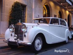 Vintage Rolls Royce.... Even better. Perfect for leaving the reception.