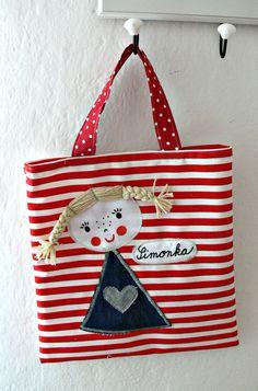 Encontre este Pin e muitos outros na pasta Kunterbunt deko naehen- # déko - Nahen - Bolsas Fabric Crafts, Sewing Crafts, Sewing Projects, Inexpensive Christmas Gifts, Denim Tote Bags, Patchwork Bags, Fabric Bags, Kids Bags, Sewing For Kids