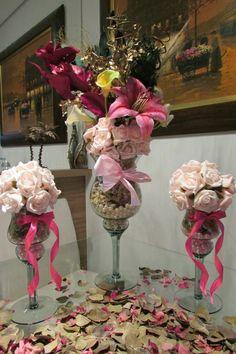 kit taça & mini taças bola de flores I | Rosamorena Artes Florais | 3A2723 - Elo7 Arte Floral, Toque, Centerpieces, Weddings, Mini, Flute Glasses, Tulips, Floral, Fiestas