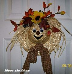 artesanato Yellow Things yellow t shirt mens Thanksgiving Wreaths, Holiday Wreaths, Holiday Ornaments, Christmas Crafts, Straw Hat Scarecrow Wreath, Halloween Projects, Fall Halloween, Clothes Pin Wreath, Adornos Halloween