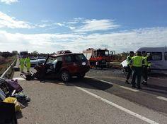 Trasladados al Hospital de Valdepeñas dos hombres tras una colisión entre un camión y un vehículo
