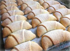 Rychlé šlehačkové rohlíčky s tvarohem | NejRecept.cz Churro Bites, Czech Recipes, Bread Bun, Jamie Oliver, Churros, Sweet Recipes, Izu, Smoothies, Bakery