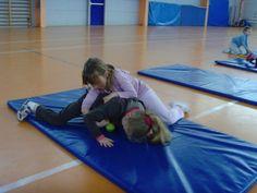 jeux d'opposition - suite - Le blog de delphine Delphine, Exo, Beach Mat, Outdoor Blanket, Cooperative Games, Physical Education Activities, Gym, Gymnastics