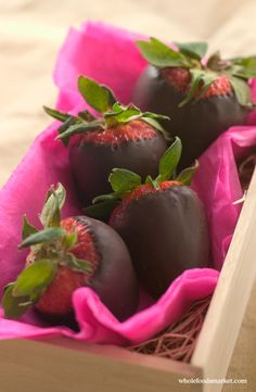 Making these beautiful chocolate-dipped berries is a breeze. If you have leftover chocolate, dip other fruits or cookies in it. Chocolate Dipped Strawberries, Strawberry Dip, Gluten Free Treats, Valentine Treats, Whole Foods Market, Vegetarian Chocolate, Sweet Bread, Melting Chocolate, Whole Food Recipes