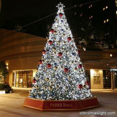Best artificial Christmas trees with LED lights   iChristmasLight