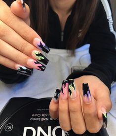 On average, the finger nails grow from 3 to millimeters per month. If it is difficult to change their growth rate, however, it is possible to cheat on their appearance and length through false nails. Cute Acrylic Nail Designs, Best Acrylic Nails, Summer Acrylic Nails, Painted Acrylic Nails, Edgy Nails, Stylish Nails, Swag Nails, Flame Nail Art, Acylic Nails