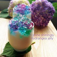 キラキラ紫陽花ゼリー かき氷シロップで今年もまた紫陽花ゼリー作りました #紫陽花 #花 #夏 #ゼリー #キラキラ #ヨーグルトゼリー #かき氷シロップ #スィーツ #スウィーツ ...