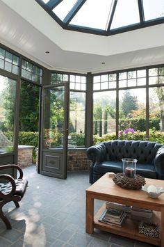 Tropische temperaturen buiten? Met zonnewerend glas hou je het hoofd koel in je mooie veranda en geniet je onbezorgd van de tuin!