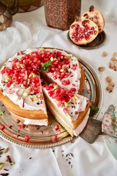 PERSIAN LOVE CAKE - ONE THOUSAND AND ONE NIGHTS  (Spanish-English recipe)   Pastel de amor persa - Las mil y una noches Descubre los ingredientes en el post. Te encantará!!
