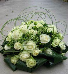 E-mail - Anja Cornelissen - Outlook Flower Centerpieces, Wedding Centerpieces, Flower Arrangements, Wedding Decorations, Casket Flowers, Funeral Flowers, Deco Floral, Floral Design, Small Courtyard Gardens