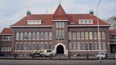 """Hoofdgebouw van voormalige gloeilampenfabriek Splendor (Latijn voor """"schittering"""") is een Gemeentelijk Monument. Deze fabriek werd opgericht in 1919 onder de naam: N.V. Gloeilampenfabriek Nijmegen, waar radio- en gloeilampen gemaakt werden. In 1926 werd het merk Splendor ingevoerd, dat al snel befaamd raakte. In 1928 werd deze nieuwe fabriek aan de Sint Annastraat geopend. Margarinefabrikant Anton Jur"""