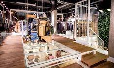 Playground Firenze: lo store diventa internazionale – Te La Do Io Firenze ! Visual Merchandising, Playground, Stairs, Home Decor, Children Playground, Stairway, Decoration Home, Room Decor, Staircases