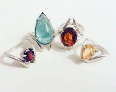 Garras preciosas! Há um ano o designer de joias e estudante de artes visuais @pedro.nart criou a @nartjoias uma label que cria peças feitas em ouro e prata com estética pontiaguda. Entre anéis cravejados com pedras coloridas (como topázio e ametista) e brincos colares e pulseiras com pérolas ou sem aplicações as coleções estão à venda na @lojachoix_sp e @cartel011. #LOFFama  via L'OFFICIEL BRASIL MAGAZINE INSTAGRAM - Fashion Campaigns  Haute Couture  Advertising  Editorial Photography…