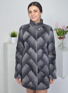 Материал — мех, длина — 81-85 см, по цене 15900 руб. и бонус 800 рублей! Зимнее, стойка.