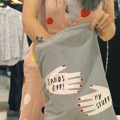 """#nails #nailart #beautifulnails #funnails #ногти #маникюр #красивыеногти  Я как сумасшедшая скупаю все с изображением рук и лаков  Сумка на которой руки с маникюром с надписью """"Hands Off! My Stuff!""""? Дайте две. Повязка для сна с руками? Конечно нужно. Метровый картонный флакончик лака? Ну естественно он мне необходим стоит сейчас на моем рабочем столе. У меня даже кольцо с рукой есть. Оно мне малО. Но оно же с рукой...  А вы какими маниями страдаете? (зачеркнуто) наслаждаетесь?…"""