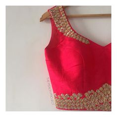 *NEW ARRIVALS* The Gypsy Bride Blouse Shop this must have blouse in every bride's trousseau! Best Blouse Designs, Sari Blouse Designs, Blouse Patterns, Blouse Styles, Design Page, Sexy Blouse, Saree Blouse, Elegant Saree, Beautiful Blouses