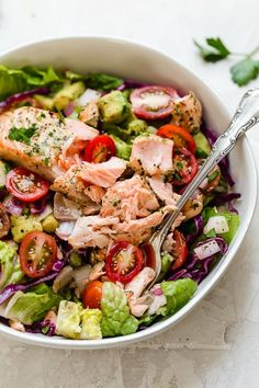 This Salmon Avocado Salad is made with my two favorite super foods – avocado and wild salmon. I could eat this every day! Seafood Recipes, New Recipes, Healthy Recipes, Detox Recipes, Advocare Recipes, Healthy Foods, Salmon Salad Recipes, Salmon Y Aguacate, Avocado