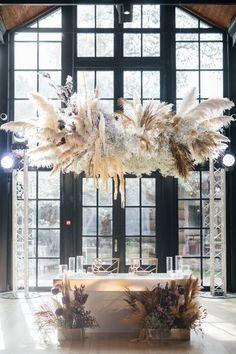 (20) fianceebodas (@FianceeBodas) / Twitter Wedding Backdrop Design, Wedding Reception Design, Luxury Wedding Decor, Boho Beach Wedding, Wedding Table, Floral Wedding, Dream Wedding, Wedding Photographie, Wedding Centerpieces
