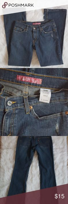 "Levi's Super Low 518 Boot Cut Jeans Sz 3/4  Short Levi's Super Low 518 Boot Cut Jeans Blue Denim Womens Size 3/4 Short 29""Inseam 28""Waist Levi's Jeans Boot Cut"