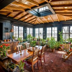 Check out the appealing designing for this wonderful sunroom project. The project seems much inspired by the natural beauty used in it. The delightful arrangement of the plants is increasing the charm of this sunroom plan while adding freshness to this sunroom area.