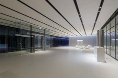 YKK AP R&Dセンター Office Ceiling Design, Office Interior Design, Office Interiors, Office Building Lobby, Office Lobby, Office Entrance, Entrance Hall, Lobby Lounge, Hotel Lobby