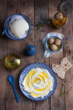 { Un chèvre, un brebis, un vache…. Et 5 braves petits boucs ! } | Saines Gourmandises Plates, Cooking, Tableware, Kitchen, Food, Index, Eating Well, Cheese Ball, Cow