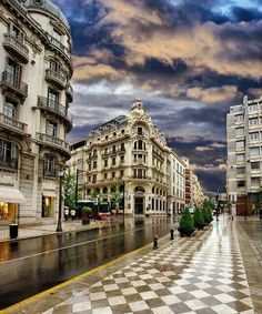 Gran Via con Reyes Catolicos, Granada, España.