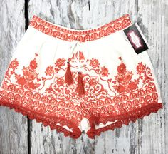 BLOOMING IN VERONA SHORTS IN CORAL