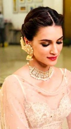 28 Ideas indian bridal hairstyles bun updo - All For Bridal Hair Bridal Hairstyle Indian Wedding, Bridal Hair Buns, Bridal Hairdo, Pakistani Bridal Hair, Indian Bride Hair, Wedding Updo, Indian Bun Hairstyles, Saree Hairstyles, Bride Hairstyles